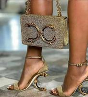 portefeuilles en feutre achat en gros de-Le portefeuille de la lettre européenne decorati chaîne classique décoratif de luxe pour dame décoratif métallique sensation décoration réelle en cuir parti sacs à bandoulière sac