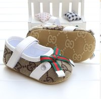 sapatos de laço de bebê venda por atacado-Baby Girl Shoes Primavera / Outono Princesa bowknot bonito Kid Anti-Slip On Shoes 0-18 Meses Criança Crib gancho primeiro loop Walkers