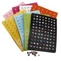 agujero de botón de metal al por mayor-Snap Buttons Display Board 10 colores PU Leather Metal Jewelry fit 12mm Snap Buttons 88 agujeros Display Fashion Wholesale