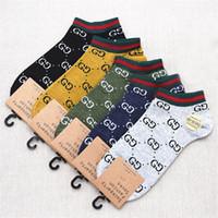tops unisex al por mayor-5 Pairs / Lot Calcetines de diseño de alta calidad Moda para hombre calcetines unisex mujer Algodón Pareja de lujo para hombre calcetines de diseño Tamaño libre