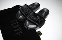 gri sandaletler toptan satış-Yeni Varış Fenty Rihanna Ayakkabı Kadın Terlik Marka Sandalet Kızlar Pembe Siyah Beyaz Gri Kürk Slaytlar Yüksek Kaliteli tasarımcı sandalet