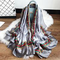 bufandas femeninas al por mayor-Nueva primavera verano 180 * 70 CM simulación bufanda de seda de satén Gran nombre bufanda Mujer playa chal protector solar bufanda al por mayor