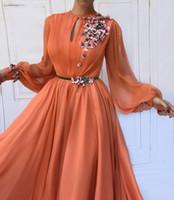 ingrosso vestiti da promenade nude nude di immagini-Marocchino arabo corallo Prom Dresses Party Elegante per le donne Abiti da sera con maniche lunghe in chiffon di Dubai
