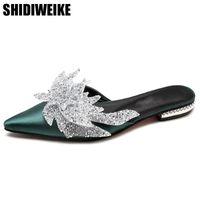 nuevos tacones de verano al por mayor-NUEVOS 2018 Zapatos Mujer Seda puntiagudo Toe Chunky Heels Mulas Estilo étnico Decoración de cristal Zapatillas de verano Pisos ocasionales Diapositivas