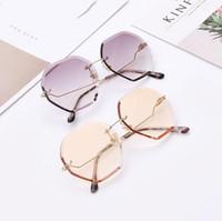 Wholesale cutting pc case for sale – best Mee_You New Cut Edge Sunglasses Ladies Trend Gradient Marine Film Sunglasses Polygon Rimless Glasses QT0018