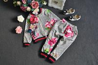 çiçek kız eşofman toptan satış-Stokta 2019 Bebek Sonbahar Çiçek Giyim Seti Çocuk Boy Kız Uzun Kollu Hoodie Üst + Çiçekler Pantolon 2 Adet Takım Elbise Moda Eşofman Kıyafetler