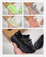 calzado deportivo para niños pequeños al por mayor-Adidas Yeezy 350 V2 2019 Kanye West Infant Clay 35O Toddler Kids Zapatillas de running Estático GID Chaussure de sport pour enfant boys girls Casual Entrenadores