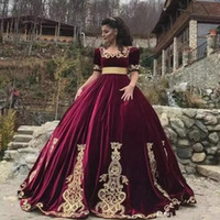 moda kızlar kısa elbise toptan satış-Moda Bordo Quinceanera Elbiseler Meydanı Boyun Kısa Kollu Altın Aplikler Kızlar Için Prenses Makyaj Abiye giyim Tatlı 15 Elbise