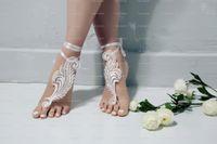 sandalia descalza de encaje al por mayor-La boda del cordón de playa sandalias descalzas Zapatos de dama de recuerdos sandalias de la boda de novia para el tobillo de la correa de accesorios de boda barato de alta calidad