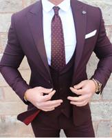 venta de esmoquin de novio largo al por mayor-Nuevos trajes de boda hechos a medida de los hombres de Borgoña Solapa enarbolada Un botón Novios formales Esmoquin Trajes de baile 3 unidades (chaqueta + chaleco + sartenes + corbata)