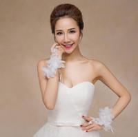 borboletas de renda branca venda por atacado-Borboleta Lace-up Fingerless Luvas de Noiva Rendas Cristal Mulheres Um Sonho Acessórios Do Casamento Branco Bowknot