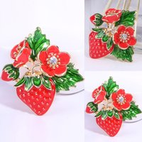 ingrosso fiori rossi carini-Ladies Cute Classic Red Strawberry Brooch Enamel Oil Fruit Flower Brooch Clothes Accessories Brooch Jewelry Wholesale