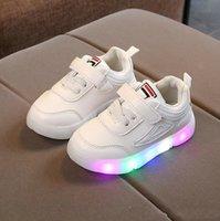 säuglinge gehen schuhe großhandel-Coole Mode LED beleuchtet Kinder Verkäufe Athletisch Outdoor Kinder Turnschuhe Freizeit Baby Jungen Mädchen Schuhe Schöne Infant Schuhe