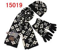 moda de silenciadores al por mayor-Alta calidad de diseño Hombres Mujeres clásico sombrero de la bufanda de alta calidad al estil Brand Sombreros Bufandas Guantes Establece el casquillo hecho punto del silenciador Accesorios de Moda