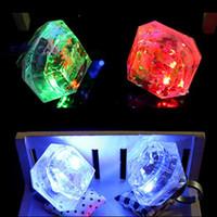anéis led venda por atacado-Diamante LED Piscando Anéis de Dedo Crianças Meninos Meninas Rave Partido Anéis Brilhantes Brilho Fontes Do Partido Concerto Bar Aniversário Brinquedo de Presente