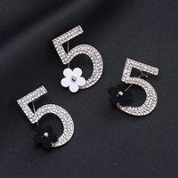 altın çiçek pimleri toptan satış-Moda Numarası 5 Küçük Çiçek Broş Tam Rhinestone Broş Kadınlar Takı Tasarımcısı Pins Bayanlar Için Altın Ve Gümüş Toptan