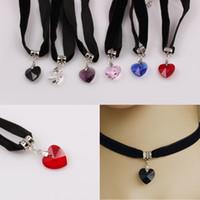 3ecdb80f0257 Collar de terciopelo retro europeo y americano en forma de corazón colgante  de cristal de encaje melocotón negro corazón diseñador collar collar  diseñador ...