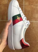 ingrosso scarpe da allenatore scontate-Sconto a buon mercato Designer Uomo Donna Sneaker Scarpe casual Sneakers basse in pelle Ace Bee Stripes Scarpe da passeggio Scarpe da ginnastica sportive Scarpe da donna