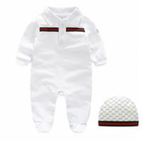 kız şapkalı moda toptan satış-2019 bebek uzun kollu romper moda çocuk çizgili mektup tulum + şapka takım sevimli yenidoğan çocuk giyim pamuk bebek erkek kız giyim