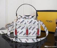 sacos de balde preto branco venda por atacado-Novas senhoras da moda ombro balde portátil saco high-end de moda saco de couro designer saco balde impressão número branco preto: FS03.