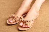moda cristal rebites venda por atacado-NOVA MARCA Mulheres New verão Flip Flops Chinelos Plano Sandals Bow Rivet flip-flops Moda PVC cristal chinelos de praia Shoes