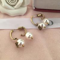 ca32266fdb35 2019 Marca de calidad superior de latón Pendiente de perlas naturales con  estilo de abeja Aro Pendiente 18 k chapado en oro mujeres de calidad  superior ...
