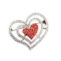 pernos de las broches del diamante artificial de la forma del corazón al por mayor-Doluo Rhinestone en forma de corazón Broche Pin Amor Diamante Broche Aleación Pecho Filamento Toalla Hebilla Joyería 2019