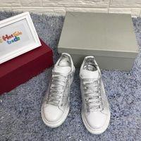 ingrosso scarpe spray-Designer Uomo Scarpe casual Donna Luxury Leather Sneaker Low Top Allacciatura White Silver Scarpe basse Fashion Spray Effect Sneaker oversize