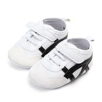 ingrosso pattini di gomma del camminatore del bambino-Baby Boy TPR suola Sneaker Neonate First Walkers suole in gomma stivali Presepe in pelle scarpe sportive