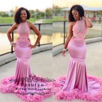 ingrosso piume di colore rosa nere-2019 African Black Girls Prom Dresses 2K19 Pink Feathers Illusion Corpetto Cut-out Mezzo sirena lunga festa formale abiti da sera
