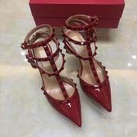 zapatos de fiesta de boda al por mayor-Las mujeres tachonan los zapatos de tacón alto vestido de fiesta remaches de moda chicas sexy punta punta zapatos hebilla plataforma bombas zapatos de boda