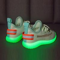 zapatillas de verano para niños al por mayor-Diseñador de zapatos para niños pequeños Niños Niños Chicas Verano Niños Zapatillas de deporte Zapatillas de deporte para correr al aire libre para bebés Los zapatos fluorescentes brillan automáticamente