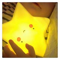 işık sağla toptan satış-LED Gece Işık Yumuşak Oyuncak Bebek Çocuk Yatak Odası için Ev Dekorasyon Kreş Lamba Rahatlatıcı Bir Glow Yıldız Gülümseme Sağlar
