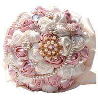 gelin broşları toptan satış-Gül Çiçek Düğün Buketi Broş Kristal İnciler İpek Gelin Çiçekleri