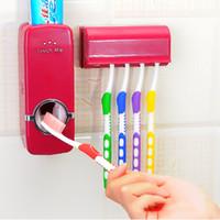 suporte de escova de dentes família dispensador de creme dental automático venda por atacado-Distribuidor de Escova de Dentes Dispenser Toothpaste Automático Titular Organizador De Armazenamento De Montagem Na Parede Escova de Dentes Escova De Dentes Do Banheiro Da Família Conjuntos de Acessórios