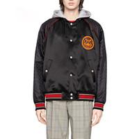 gri şerit moda toptan satış-19FW Kırmızı Çizgili Ceketler Aplike Logo Nakış Rahat Mont Erkek Kadın Spor Giyim Moda Siyah Ve Açık Gri Iki Stil HFHLJK007