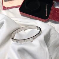 campana de navidad de plástico decoraciones al por mayor-Diseñador de lujo joyería para mujer pulseras para hombre damas amor encanto pulsera braccialetto di lusso carro marca brazalete Pulseira de luxo