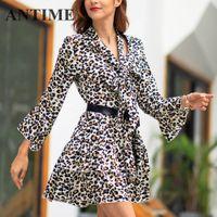 schöne sexy lässige kleider großhandel-ANTIME Plissee Sexy Kleid Kurz Beiläufige Frauen V-ausschnitt Frühling Herbst Eine Linie Langarm Bogen Mini Hübsche Kleider Leopardenmuster Schön