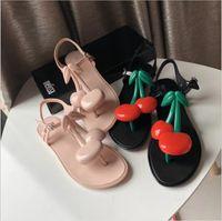 zapatos de gelatina pu melissa al por mayor-2019 Brasil Melissa Sandalias con gelatina de cereza Correa en T Zapatillas con fondo plano Zapatos perfumados Zapatos de playa con punta abierta Sandalias de mujer