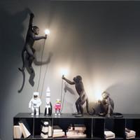 cuerda de techo al por mayor-Lámpara de mono negro de resina moderna Estilo loft Cuerda de cáñamo Lámpara de mono negro Candelabros Iluminación Colgante Colgante Accesorios de techo