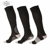 снятие усталости оптовых-Shake Anti Fatigue Sport Compression Socks women Medical Varicose Veins Leg Relief Pain Knee High running Stockings for men