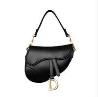 заклепки для сумок оптовых-Дизайнерские новые женские сумки из натуральной кожи с заклепками и ремешком Седельные сумки Дизайнерские сумки Messenger Crossbody Bag Высокое качество