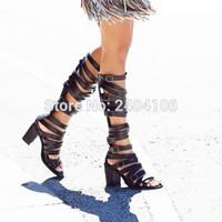 knie hochhackige gladiator sandalen großhandel-Weinlese-Rom-Schuhe öffnen Toe Knee High Botas aus schwarzem Leder Zuschnitte Block-Absatz-Buckled Gladiator Sandalen Frauen-Sommer-Stiefel