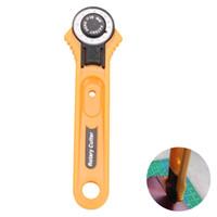 faca de patchwork venda por atacado-28mm Circular Rotary Cutter Knife Lâmina de Segurança Patchwork Remendar Costura Quilting Ferramenta de Corte De Tecido Para Fazer Sacos