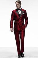 koyu kırmızı pantolon erkekler toptan satış-Son Moda Damat Smokin Groomsmen Koyu Kırmızı Tepe Yaka Best Man Suit Düğün erkek Blazer Suits (Ceket + Pantolon + Kravat) 40