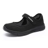 sapatas da idade nova venda por atacado-Nova marca Primavera Outono Meia Idade Mulheres Respirável Pano De Malha Anti-slip Calçados Esportivos Confortável