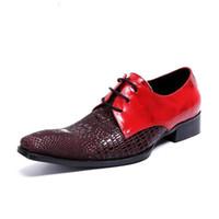 sapatos de jacaré vermelho venda por atacado-Homens de luxo Red Dress Shoes Moda Jacaré Padrão Lazer Preto Sapatos de Couro Homem Designer De Toe Quadrado Tendências Sapatos 46