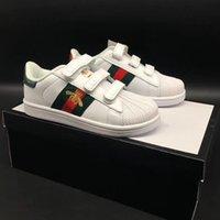 zapatos bordados para niños al por mayor-Diseñador Ace Bordado Abeja Niños Baloncesto Correr Zapatos casuales Dedo del pie Infantil Niños Niñas Childen Zapatillas deportivas Niños pequeños Entrenadores