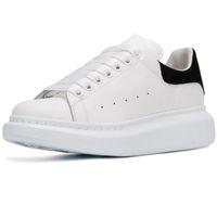 cordões de sapato novos venda por atacado-Nova Temporada Sapatos de Grife de Moda de Luxo Mulheres Sapatos de Couro dos homens Rendas Até Plataforma de Grandes Dimensões Sneakers Único Branco Preto Sapatos Casuais
