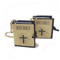 i̇ncil kitapları toptan satış-Yeni Stiller 3 Renkler Kutsal İncil Mini Anahtarlıklar İngilizce Kitap Anahtarlık Dini Hıristiyan Anahtarlık Kolye İsa Çapraz Anahtarlık Hediye M460A